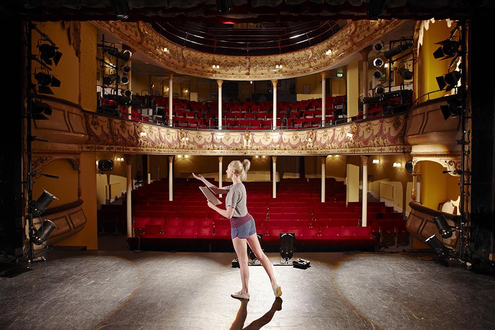 Teaterkurs for ungdom og voksne